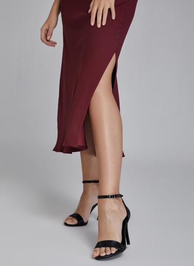 Gusto Kadın Bordo İnce Askılı Degaje Yaka Elbise 20KG009327 Bordo